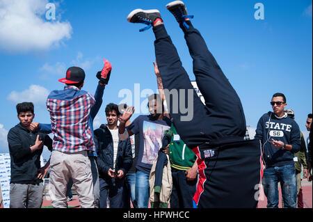 Libia Tripoli: giovani ragazzi breakdance a un open air danza e parkour festival. Foto Stock