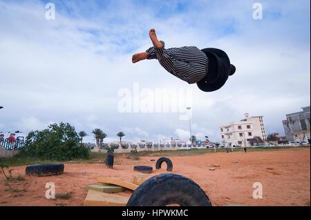 Libia, Tripli: giovani ragazzi pratica parkour si muove. Foto Stock
