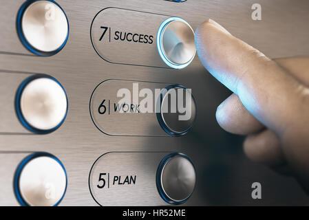 L'uomo premendo un pulsante di ascensore dove è scritto che egli parola successo. una carriera di successo il concetto Foto Stock