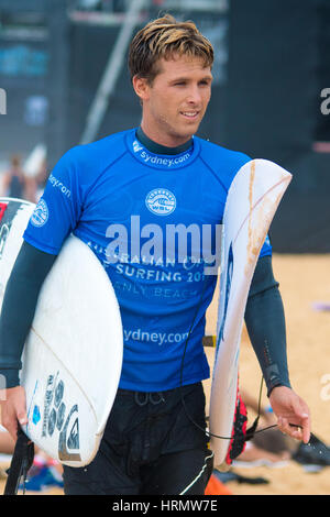 Sydney, Australia - 3 Marzo 2017: Australian Open di surf evento sportivo a Manly Beach, Australia con il surf, la BMX, pattinaggio e musica. Nella foto è un concorrente di surf. Credito: mjmediabox / Alamy Live News Foto Stock