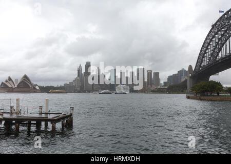 Sydney, Australia. Il 3° marzo 2017. Una settimana di pioggia e temporali continua su Sydney e parti del Nuovo Galles del Sud, allagamenti è previsione in parti dello Stato per il prossimo fine settimana. Credito: martin berry/Alamy Live News Foto Stock