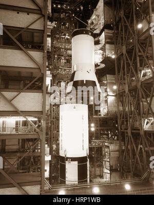 Saturn V veicolo di lancio di assemblaggio, Apollo 11 Foto Stock