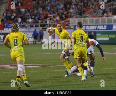 Las Vegas, Nevada, USA. 3 Mar, 2017. Australian giocatore di rugby Sam Myers è affrontato da giocatori giapponesi Foto Stock