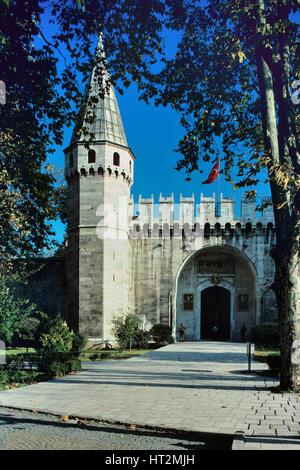 Cancello principale del titolo (Ortakapi), ingresso al secondo cortile, & Tower Topkapi Palace Istanbul Turchia Foto Stock