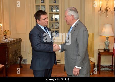 Washington, Stati Uniti d'America. 07Th Mar, 2017. Stati Uniti Il segretario di Stato Rex Tillerson accoglie ministro Foto Stock