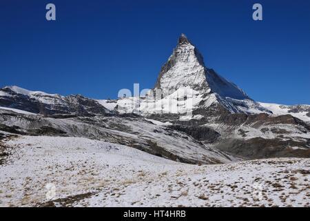 Matterhorn coperte da neve fresca. Autunno in scena a Zermatt. Foto Stock