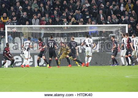 La serie di una partita di calcio tra Juventus e AC Milan alla Juventus Stadium il 10 marzo 2017 a Torino, Italia. Foto Stock