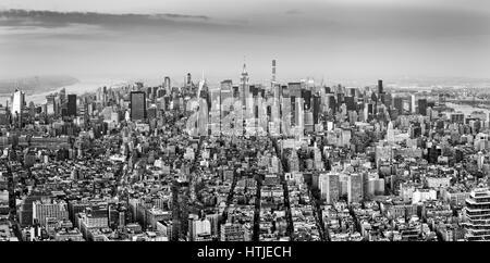 Vista aerea della città di New York Midtown skyline in bianco e nero Foto Stock