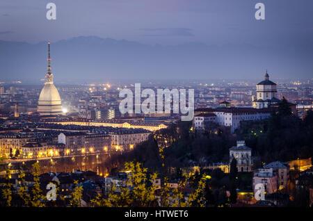 Torino vista panoramica con Mole Antonelliana e Monte dei Cappuccini