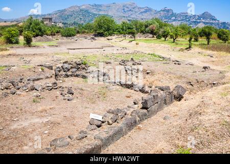 Viaggiare in Italia - Rovine di Naxos parco archeologico a Giardini Naxos in Sicilia