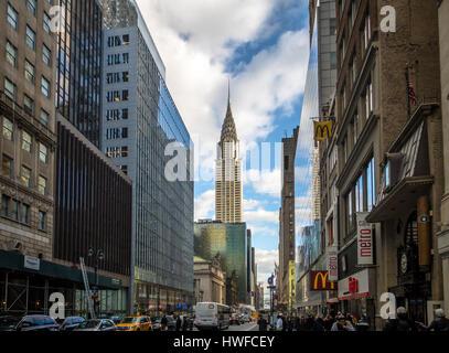 42Nd Street a Manhattan e Chrysler Building - New York, Stati Uniti d'America Foto Stock