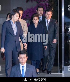 """Seoul, Corea del Sud. 22 Mar, 2017. Destituito il Presidente sud coreano Park Geun-hye lascia i pubblici ministeri"""" ufficio di Seoul, Corea del Sud, 22 marzo 2017. Credito: Lee Sang-ho/Xinhua/Alamy Live News"""
