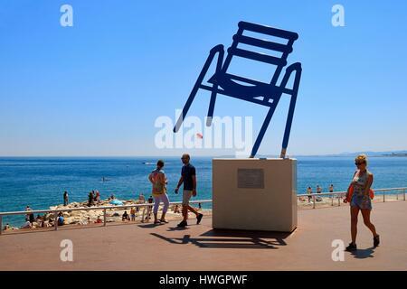 Sedie Blu Nizza : La sedia blu sulla promenade des anglais di nizza città foto