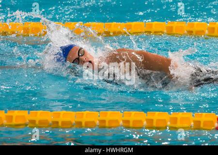Milano, Italia - 10 Marzo 2017: femmina nuotatore durante il 7° Trofeo Città di Milano nuoto la concorrenza. Foto Stock
