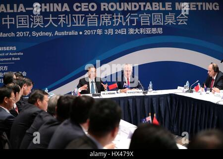 Sydney, Australia. 24 Mar, 2017. Il premier cinese LI Keqiang 3 (R) e il Primo Ministro australiano Malcolm Turnbull (seconda R) assistere al sesto Australia-China CEO roundtable incontro di Sydney, Australia, 24 marzo 2017. Credito: Pang Xinglei/Xinhua/Alamy Live News Foto Stock