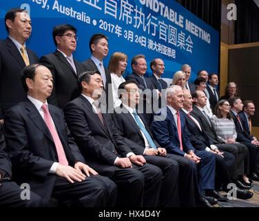 Sydney, Australia. 24 Mar, 2017. Il premier cinese LI Keqiang (3a L, anteriore) e il Primo Ministro australiano Malcolm Turnbull (4a L, anteriore) frequentano il CEO Australia-China tavola rotonda a Sydney in Australia, 24 marzo 2017. Credito: Li Xueren/Xinhua/Alamy Live News Foto Stock