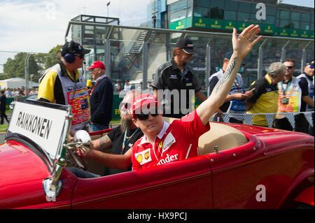 Melbourne, Australia. 26 Mar, 2017. Ferrarista Kimi Raikkonen di Finlandia assiste il conducente sfilano davanti alla Australian Formula One Grand Prix all'Albert Park, il circuito di Melbourne, in Australia il 26 marzo 2017. Credito: Bai Xue/Xinhua/Alamy Live News