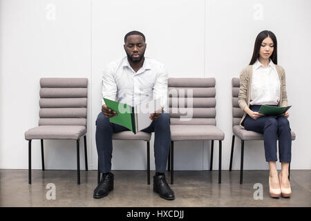 Persone in attesa per il colloquio di lavoro Concept Foto Stock