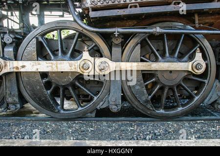 Vista ravvicinata della locomotiva aste di accoppiamento. Foto Stock