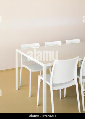 Le Sedie E Il Tavolo Realizzato Dalla Radice Della Struttura Ad Albero Sulla Spiaggia Foto Stock Alamy