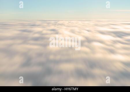 Abstract di sfocatura dello sfondo movimento delle nuvole Foto Stock