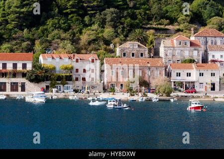 Trstenik è un villaggio sulla penisola di Pelješac nel sud della Dalmazia, Croazia Foto Stock