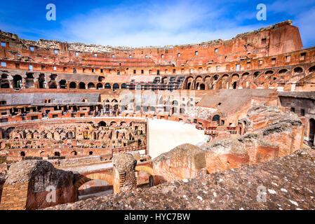 Roma, Italia. Colosseo Colosseo o Coloseo, Anfiteatro flaviano più grande mai costruito simbolo dell antica Roma Foto Stock