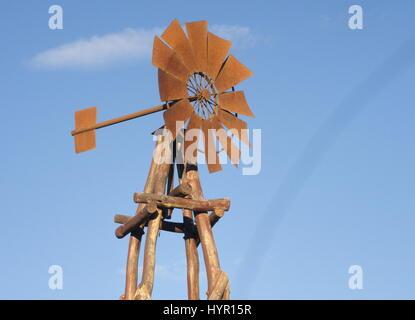 Mulino a vento arrugginito Foto Stock