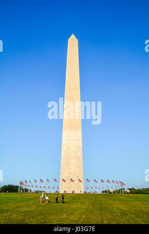 Il Monumento a Washington in un pomeriggio soleggiato, Washington D.C. Foto Stock