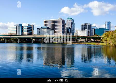 Florida, Florida, Sud, Orlando, Lago di Lucerna, centro, vista, acqua, riflessione, uffici, ponte autostradale, skyline della città, vi turistico