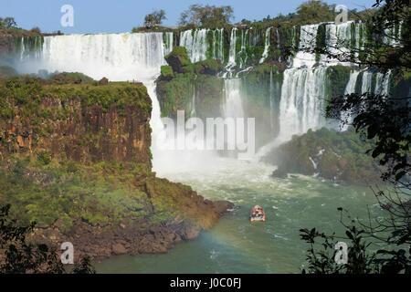 Cascate di Iguassù dal lato Argentino, Sito Patrimonio Mondiale dell'UNESCO, sul confine di Argentina e Brasile, Argentina