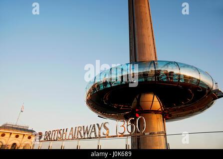 La British Airways i360, le più alte del mondo in movimento torre di osservazione, aperto in Brighton offre ai visitatori Foto Stock