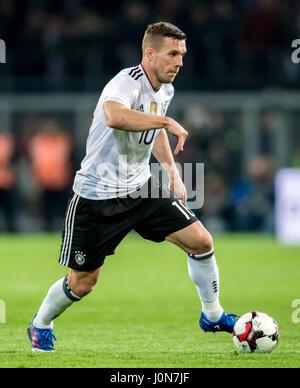 La Germania Lukas Podolski in azione durante la national soccer match tra Germania e Inghilterra al Signal Iduna Foto Stock