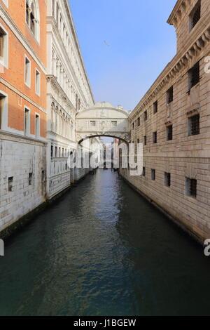 Il Ponte dei Sospiri (Italiano: Ponte dei Sospiri, Rio di Palazzo Venezia Italia