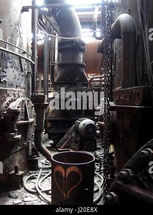 Abbandonato mulino di acciaio interno Foto Stock