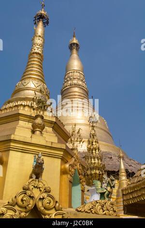 Myanmar (Birmania), Yangon (Rangoon). Shwedagon pagoda, il più sacro santuario buddista in Myanmar e il più ornato, Foto Stock