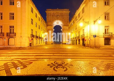 Piazza del commercio di notte a Lisbona, Portogallo