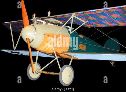 Il tedesco Albatros aereo da combattimento dalla prima guerra mondiale, isolato su nero Foto Stock