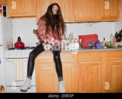 Bella giovane donna a una festa