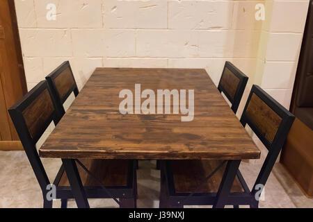 Rovere antico tavolo e sedie in rosa scuro paese sala da ...