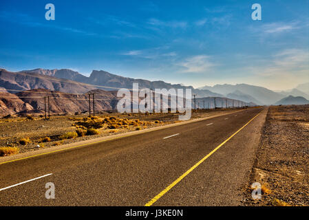 Strada vicino a Fanja - Muscat - Sultanato di Oman Foto Stock