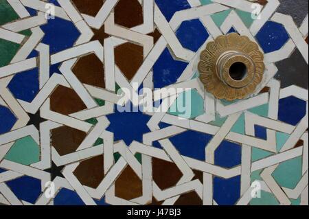 Marocchino colorate piastrelle a mosaico in fes marocco foto