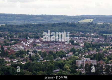 Vista su tutta la città mercato di Dorking Surrey, Inghilterra, dalla sommità del Box Hill, North Downs. Colline Foto Stock