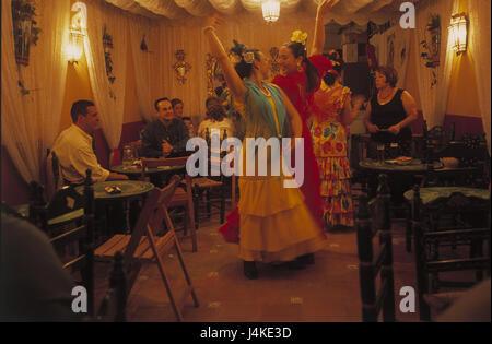 Spagna, Andalusia, Siviglia, Feria de Abril, bar, ballerini di flamenco nessun modello di rilascio, Europa, Andalucia, festa, celebrazione, aprile, bar, ristorante, visitatore, donne, folklore vestiti, danza, danza, flamenco, ballerini di flamenco, motion, tradizione, tradizioni, l'attrazione all'interno Foto Stock