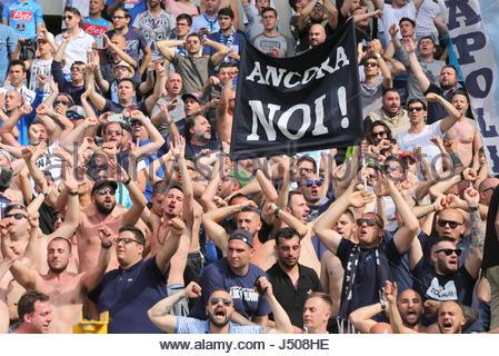 Torino, Italia. 14 Maggio, 2017. I fan di Napoli durante la serie di una partita di calcio tra Torino FC e SSC Napoli Foto Stock
