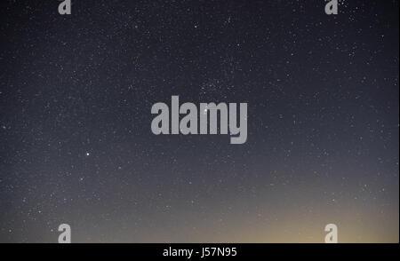 La Via Lattea è la nostra galassia. Questa lunga esposizione fotografia astronomica della nebulosa Cygnus è preso Foto Stock