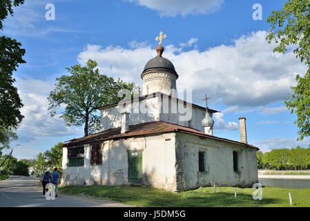 PSKOV, Russia - 17 Maggio 2016: Mare la chiesa di San Clemente di Roma