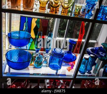 39b9ec42509a3b ... Vintage close up vetreria su un ripiano di vetro in Hopewell, New  Jersey, STATI