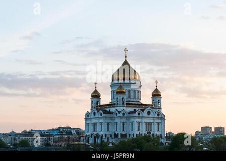 Mosca, Russia. 18 Maggio, 2017. Meteo russo a Mosca, caldo e soleggiato. Giovedì 18 Maggio, 2017. La prima vera Foto Stock