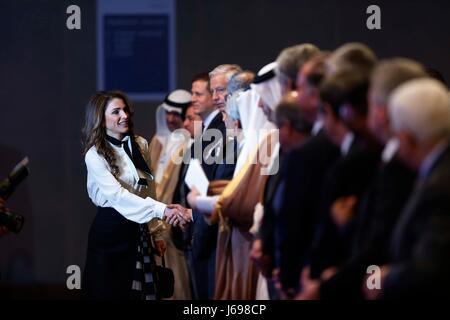 Amman, Giordania. Il 20 maggio 2017. La regina Rania di Giordania partecipa alla sessione di apertura del Forum Foto Stock
